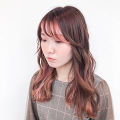 インナーカラー ブリーチカラー ブリーチオンカラー セミロング ヘアスタイルや髪型の写真・画像