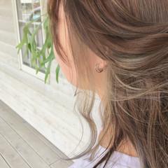 セミロング フェミニン ベージュ インナーカラー ヘアスタイルや髪型の写真・画像