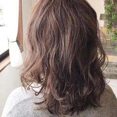 地毛風カラー ショートボブ 切りっぱなしボブ セミロング ヘアスタイルや髪型の写真・画像