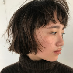 ショートボブ くせ毛風 ブリーチ ショート ヘアスタイルや髪型の写真・画像