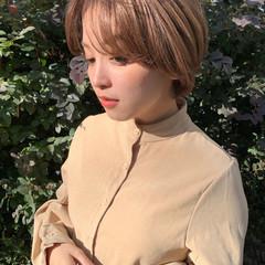ベージュ ハイトーン 透明感カラー ナチュラル ヘアスタイルや髪型の写真・画像