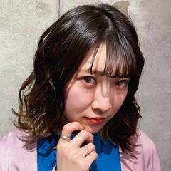 ミディアム 波ウェーブ 大人女子 フェミニン ヘアスタイルや髪型の写真・画像