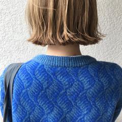 ミニボブ 切りっぱなしボブ ミルクティーベージュ ブリーチオンカラー ヘアスタイルや髪型の写真・画像