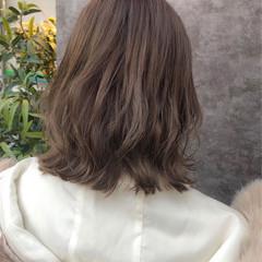 ナチュラル ミディアム アッシュベージュ ミルクティーベージュ ヘアスタイルや髪型の写真・画像