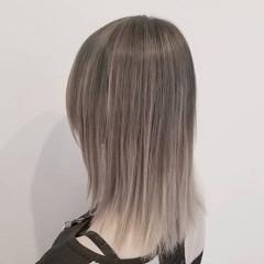 ミディアム ハイライト バレイヤージュ ホワイト ヘアスタイルや髪型の写真・画像