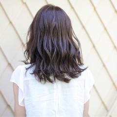 大人かわいい ゆるふわ ミディアム アッシュ ヘアスタイルや髪型の写真・画像