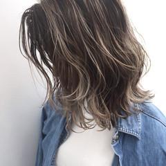 外国人風 パーマ グレージュ ハイライト ヘアスタイルや髪型の写真・画像