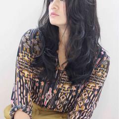 外国人風 暗髪 ロング ストリート ヘアスタイルや髪型の写真・画像