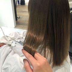 艶髪 ナチュラル セミロング ミルクティーベージュ ヘアスタイルや髪型の写真・画像