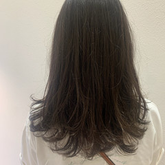 ロング ナチュラル ブルーアッシュ 透明感カラー ヘアスタイルや髪型の写真・画像