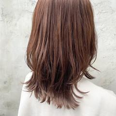 レイヤーボブ ウルフカット ミディアム ナチュラル ヘアスタイルや髪型の写真・画像