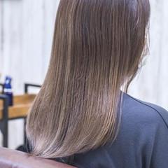 アッシュベージュ バレイヤージュ ナチュラル グラデーションカラー ヘアスタイルや髪型の写真・画像