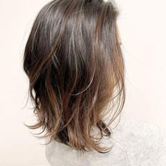 ウルフカット バレイヤージュ 白髪染め グラデーションカラー ヘアスタイルや髪型の写真・画像