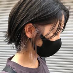 アッシュグレイ イヤリングカラー ショート インナーカラー ヘアスタイルや髪型の写真・画像
