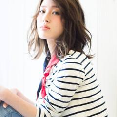 アッシュ 大人かわいい ゆるふわ パーマ ヘアスタイルや髪型の写真・画像
