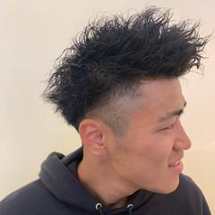 メンズカジュアル ボーイッシュ ストリート メンズパーマ ヘアスタイルや髪型の写真・画像