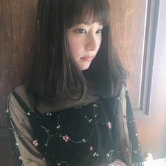 フリンジバング デート 外国人風 フェミニン ヘアスタイルや髪型の写真・画像