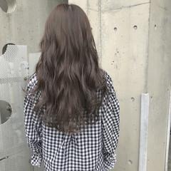 アッシュグレージュ グレージュ アンニュイ ウェーブ ヘアスタイルや髪型の写真・画像