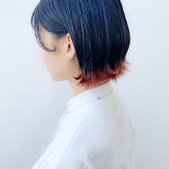 インナーカラー ショート 切りっぱなしボブ ショートヘア ヘアスタイルや髪型の写真・画像