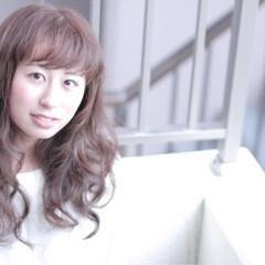 フェミニン ゆるふわ ロング パーマ ヘアスタイルや髪型の写真・画像