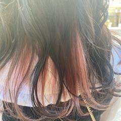 ナチュラル ピンクベージュ インナーカラー ブリーチ ヘアスタイルや髪型の写真・画像