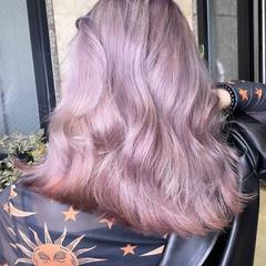 アッシュベージュ 透明感カラー セミロング フェミニン ヘアスタイルや髪型の写真・画像