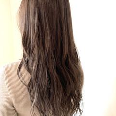 フェミニン ラベンダーグレージュ ゆるふわ グレージュ ヘアスタイルや髪型の写真・画像