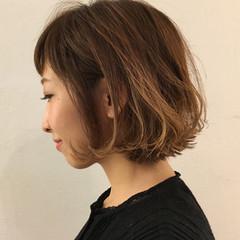 外国人風 インナーカラー パーマ フェミニン ヘアスタイルや髪型の写真・画像