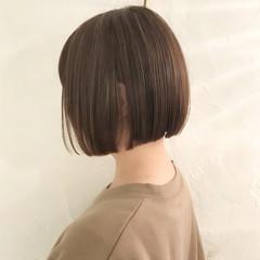 切りっぱなしボブ ショートボブ 前下がりボブ オフィス ヘアスタイルや髪型の写真・画像