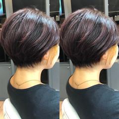 ショートヘア インナーカラー ガーリー 切りっぱなしボブ ヘアスタイルや髪型の写真・画像