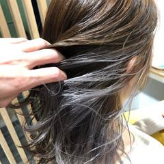 イルミナカラー インナーカラー ミディアム ブリーチオンカラー ヘアスタイルや髪型の写真・画像