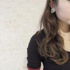 大人かわいい ロング アッシュグレージュ 外国人風 ヘアスタイルや髪型の写真・画像