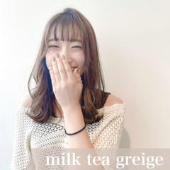 ミルクティーグレージュ ミルクティー インナーカラー ミルクティーベージュ ヘアスタイルや髪型の写真・画像