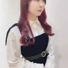 ピンクアッシュ ナチュラル ピンクベージュ インナーカラー ヘアスタイルや髪型の写真・画像