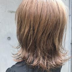ボブ ベージュ 外ハネ ミルクティーベージュ ヘアスタイルや髪型の写真・画像