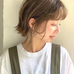 ハイトーンボブ シアーベージュ レイヤーボブ ストリート ヘアスタイルや髪型の写真・画像
