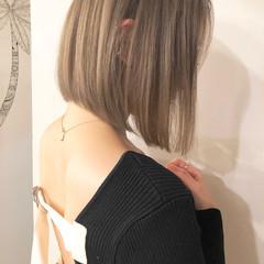 切りっぱなしボブ ナチュラル ショートヘア ミルクティーベージュ ヘアスタイルや髪型の写真・画像