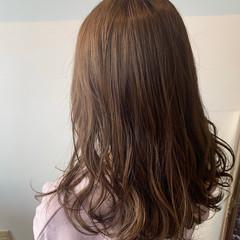 シアーベージュ ロング 透明感カラー ナチュラル ヘアスタイルや髪型の写真・画像