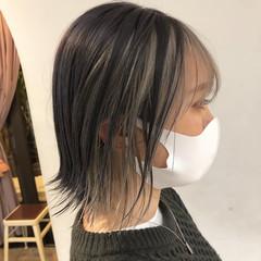 インナーカラーグレージュ インナーカラーグレー インナーカラーシルバー ボブ ヘアスタイルや髪型の写真・画像