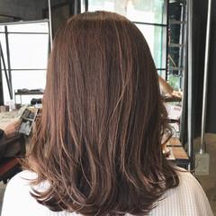 ミルクティーブラウン ミルクティー ミルクティーアッシュ ミディアム ヘアスタイルや髪型の写真・画像