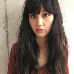 暗髪 外国人風 パーマ セミロング ヘアスタイルや髪型の写真・画像