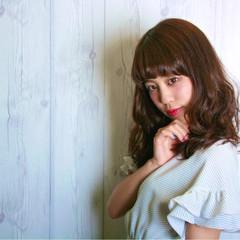 前髪あり ナチュラル フェミニン アッシュ ヘアスタイルや髪型の写真・画像