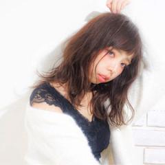 フェミニン ウェーブ 艶髪 アンニュイ ヘアスタイルや髪型の写真・画像