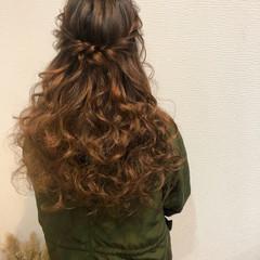 フェミニン ねじり ハーフアップ ヘアアレンジ ヘアスタイルや髪型の写真・画像