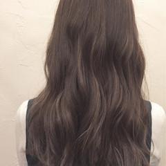 アッシュ ミディアム ゆるふわ ハイライト ヘアスタイルや髪型の写真・画像