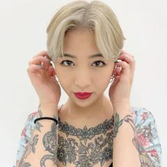 ハイトーンカラー ホワイトカラー ショート 耳掛けショート ヘアスタイルや髪型の写真・画像