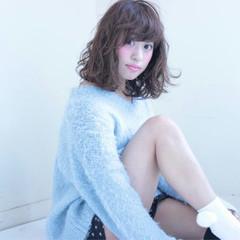 ミディアム フェミニン 暗髪 モテ髪 ヘアスタイルや髪型の写真・画像