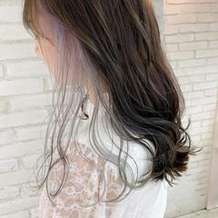 前髪インナーカラー ロング フェミニン インナーカラーホワイト ヘアスタイルや髪型の写真・画像