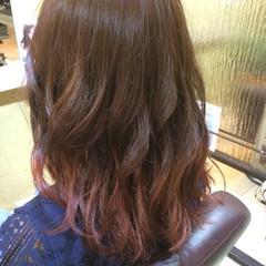 グラデーションカラー ピンク レッド ガーリー ヘアスタイルや髪型の写真・画像