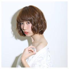 ピュア 前髪あり フェミニン パーマ ヘアスタイルや髪型の写真・画像
